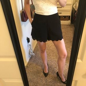High waisted scalloped shorts with pockets, size S